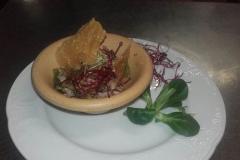 insalata-di-polletto-con-primo-sale-e-verdure